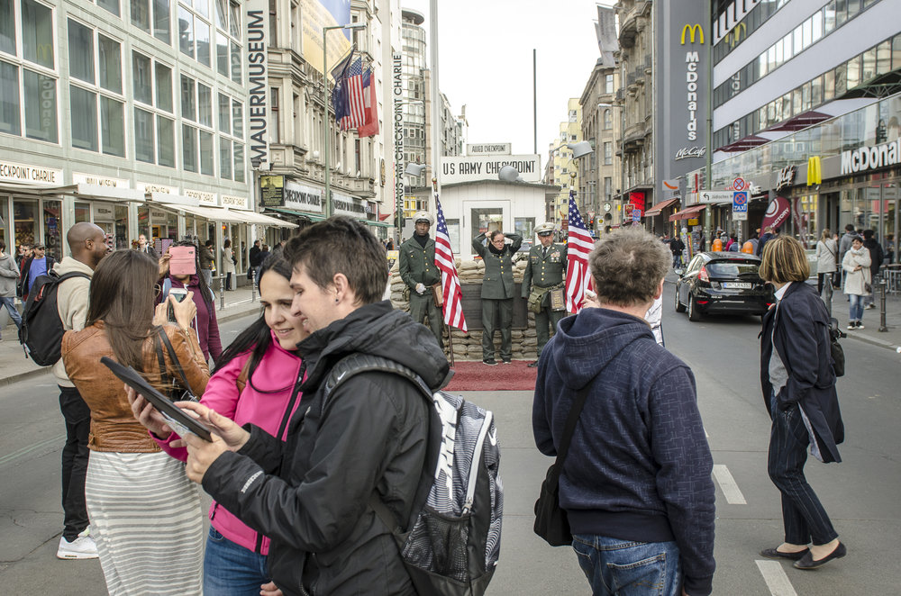 Checkpoint Charlie Replica Photography : Alexander J.E. Bradley - Nikon D7000 - 14-70mm f/2.8 @ 24mm - f/5.6 - 1/125 - ISO 200