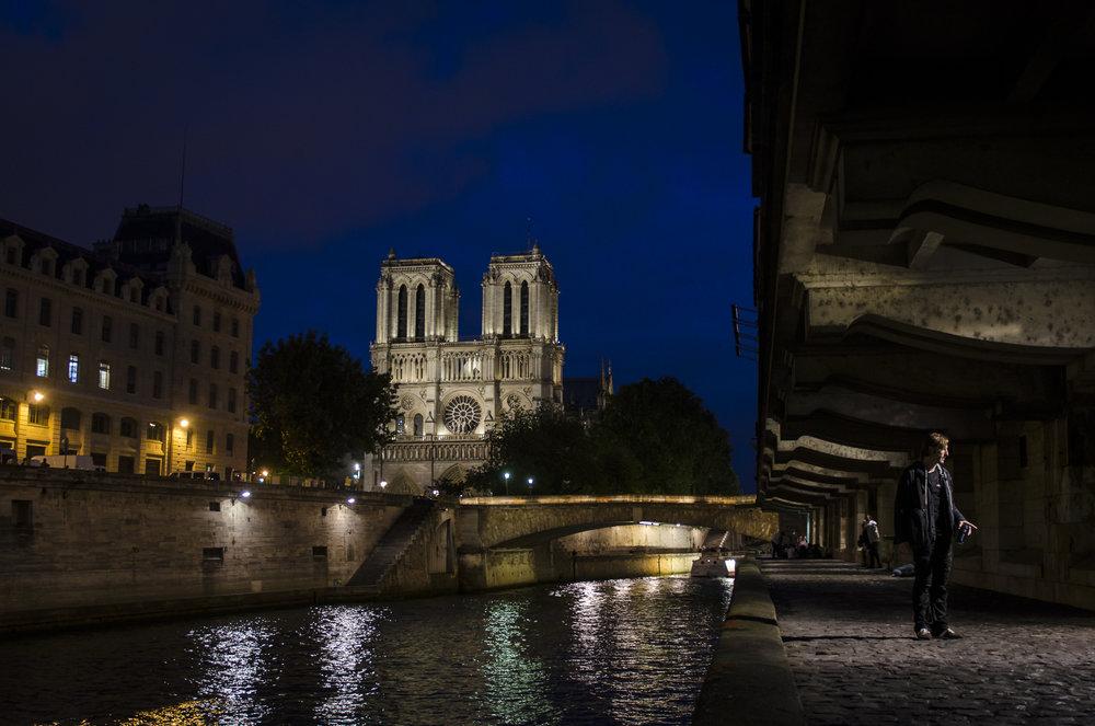 Quai Saint-Michel -   Quayside  PHOTOGRAPHY : ALEXANDER J.E. BRADLEY •Nikon D7000 • AF-S NIKKOR 24-70mm F/2.8G ED •27MM • F/2.8 •1/20 •ISO 400