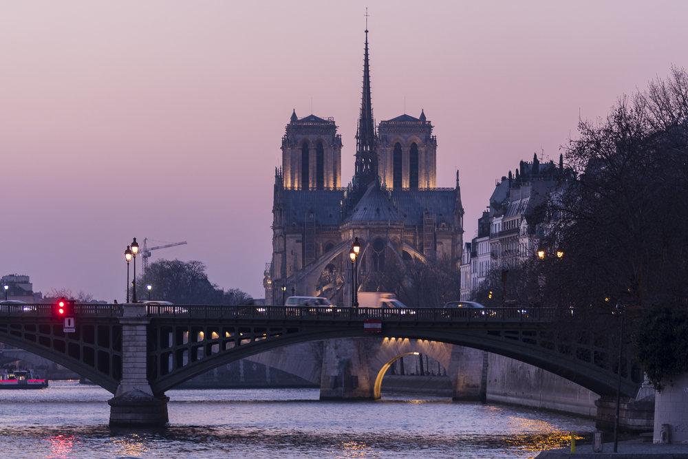 Quai Henri IV - QUAISIDE PHOTOGRAPHY : ALEXANDER J.E. BRADLEY •Nikon D500 • AF Zoom-NIKKOR 80-200mm f/2.8D ED • 125MM • F/2.8 •1/15 •ISO 200