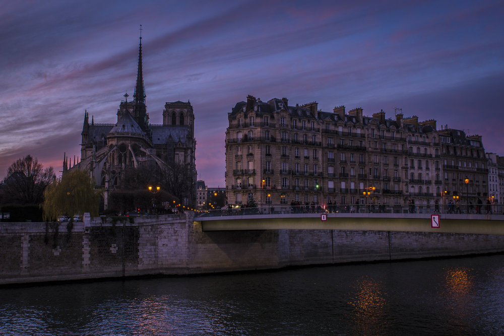 Quai d'Orleans  PHOTOGRAPHY : ALEXANDER J.E. BRADLEY •Nikon D7000 • AF-S NIKKOR 24-70mm F/2.8G ED • 24MM • F/8 •1/120 •ISO 100
