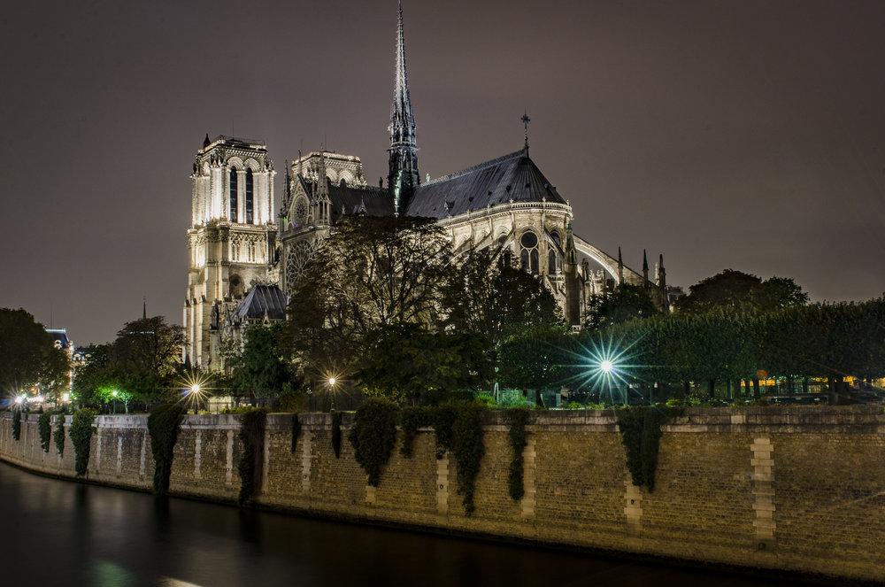 Pont de l'Archevêché  PHOTOGRAPHY : ALEXANDER J.E. BRADLEY •Nikon D7000 • AF-S NIKKOR 24-70mm F/2.8G ED • 26mM • F/18 • 30sec •ISO 100