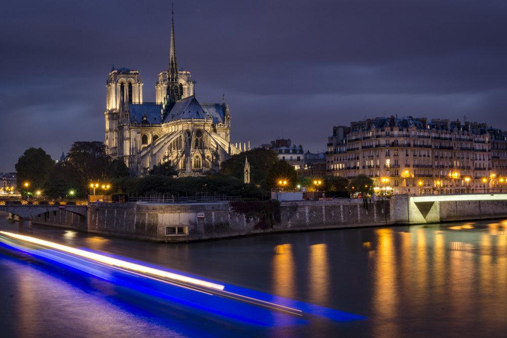 Pont de la Tournelle  PHOTOGRAPHY : ALEXANDER J.E. BRADLEY •Nikon D7000 • AF-S NIKKOR 24-70mm F/2.8G ED • 45MM • F/22 • 30sec •ISO 100