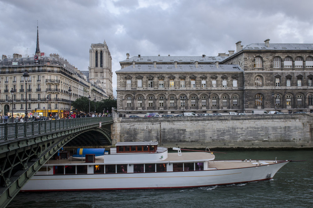 Pont d'Arcole  PHOTOGRAPHY : ALEXANDER J.E. BRADLEY •Nikon D7000 • AF-S NIKKOR 24-70mm F/2.8G ED • 24mM • F/4.5 • 1/125 •ISO 800