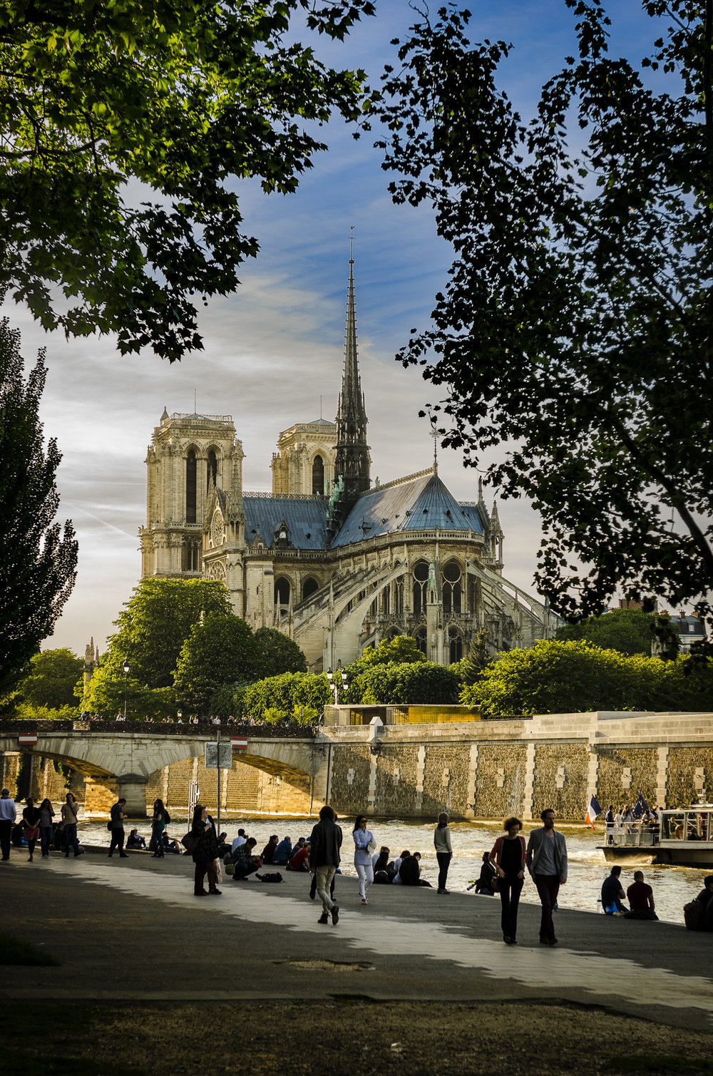 Quai de la Tournelle -   Quayside  PHOTOGRAPHY : ALEXANDER J.E. BRADLEY •Nikon D7000 • AF-S NIKKOR 24-70mm F/2.8G ED • 48MM • F/4.5 •1/320 •ISO 100