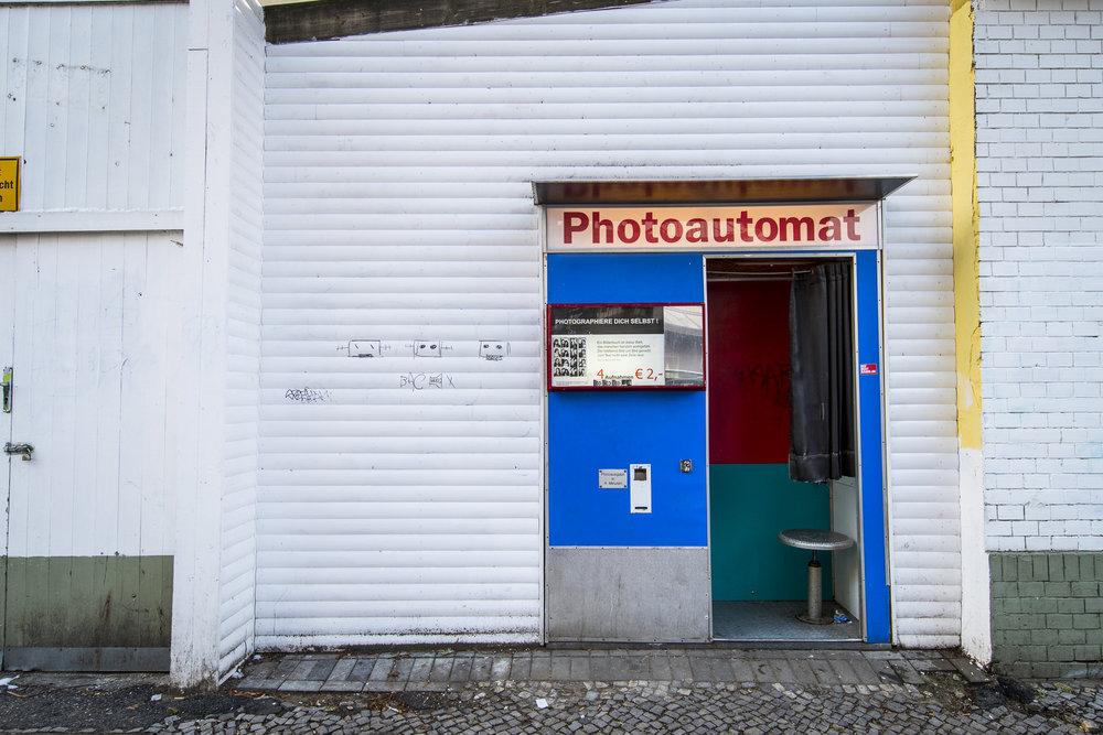Hobrechtstraße 57 PHOTOGRAPHY: ALEXANDER J.E. BRADLEY •NIKON D500 • AF-S NIKKOR 14-24MM F/2.8G ED @16MM • F/5.6 •1/125 •ISO 200