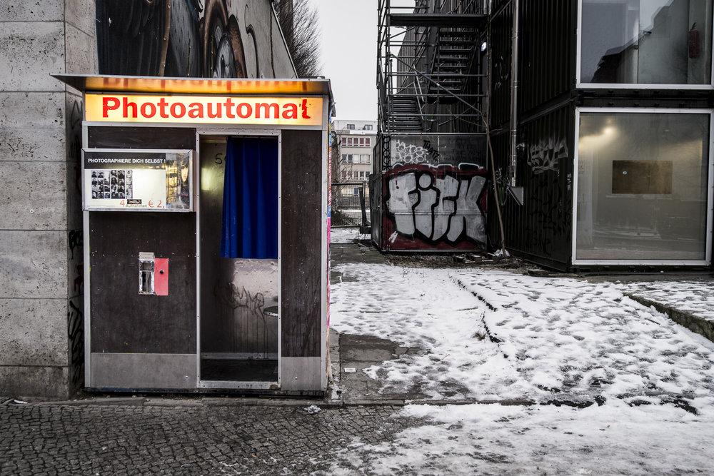 Schönhauser Allee 9 PHOTOGRAPHY: ALEXANDER J.E. BRADLEY •NIKON D500 • AF-S NIKKOR 14-24MM F/2.8G ED @ 22MM • F/4 •1/40 •ISO 400