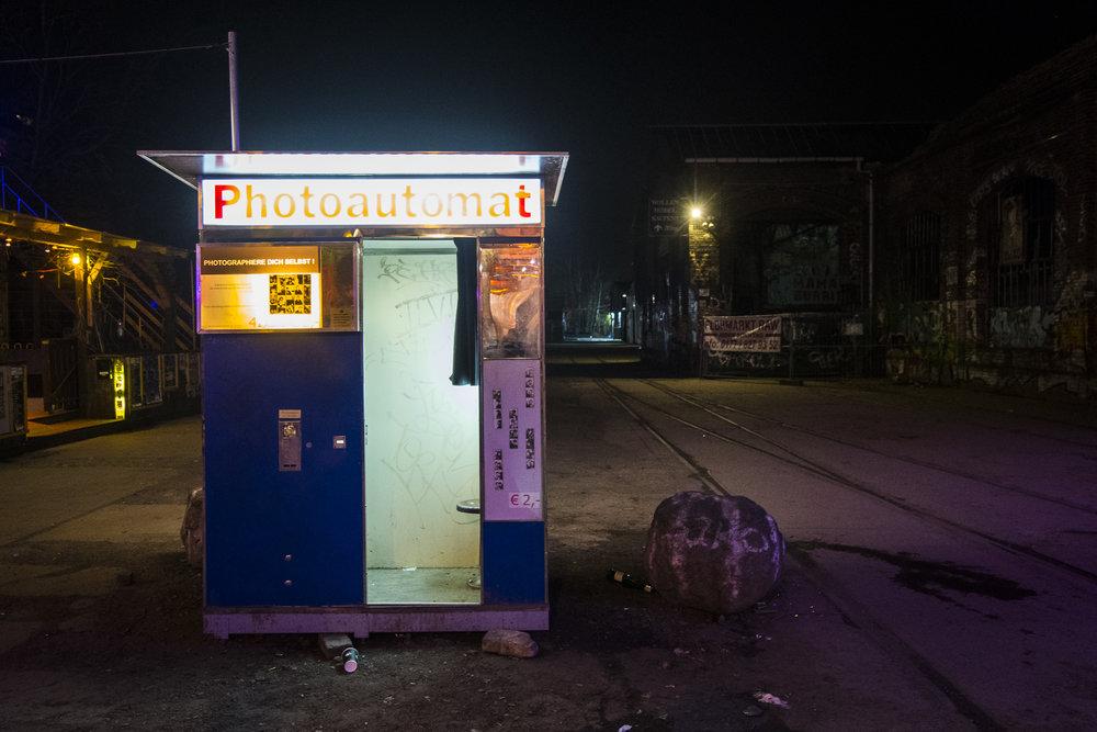 Urban Spree PHOTOGRAPHY: ALEXANDER J.E. BRADLEY •NIKON D500 • AF-S NIKKOR 14-24MM F/2.8G ED @18MM • F/2.8 •1/30 •ISO 2500