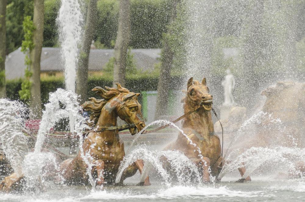 La fontaine du bassin d'ApolloN PHOTOGRAPHY: ALEXANDER J.E. BRADLEY •NIKON D7000 • AF NIKKOR 80-200mm f/2.8 D ED @ 200MM • Ƒ/2.8 •1/640•ISO 100
