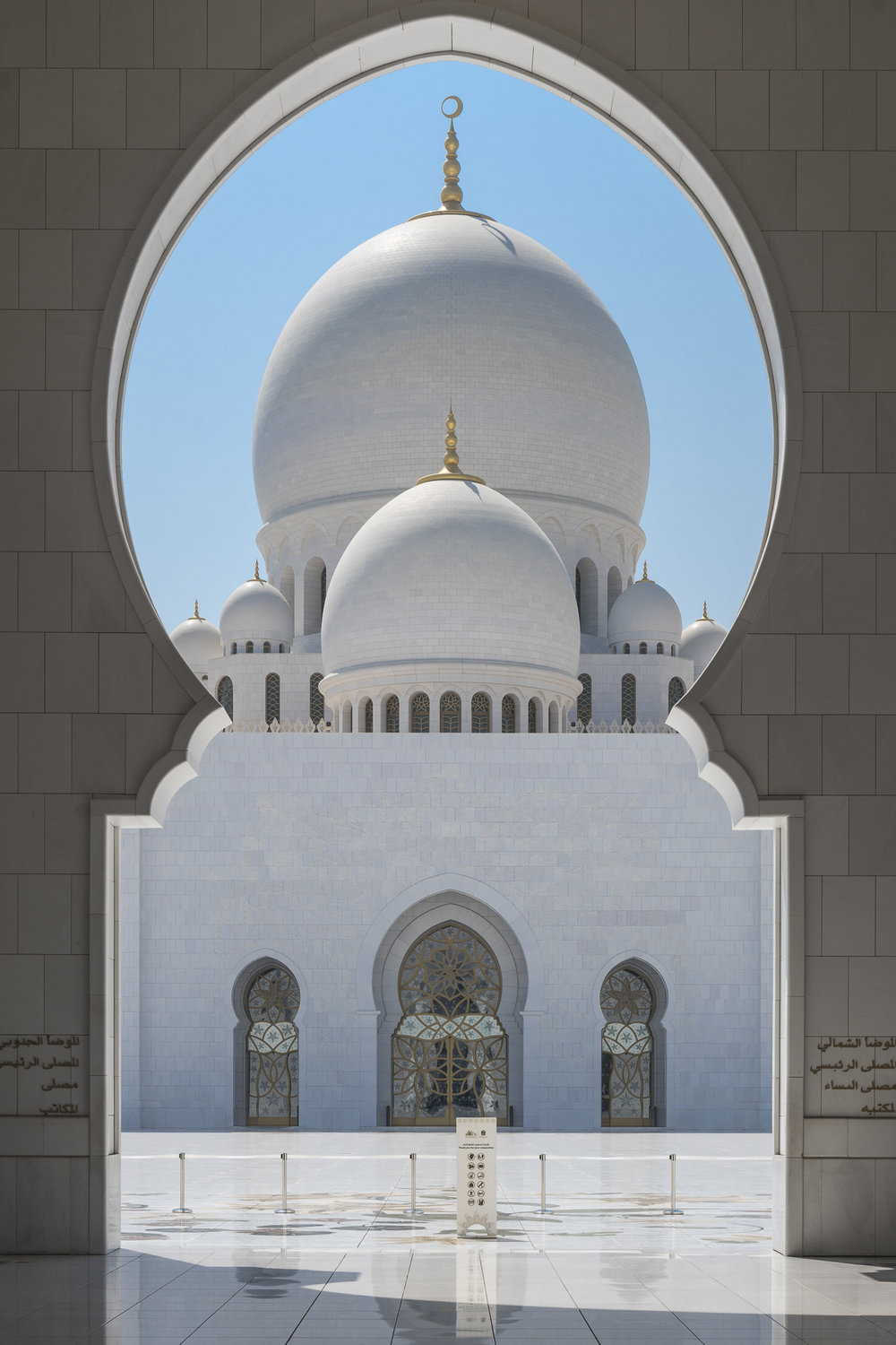 THE Grand Mosque - Abu Dhabi PHOTOGRAPHY: ALEXANDER J.E. BRADLEY • NIKON D500 • AF-S NIKKOR 24-70mm Ƒ/2.8G ED @ 45MM •  Ƒ/11 • 1/400 • ISO 100