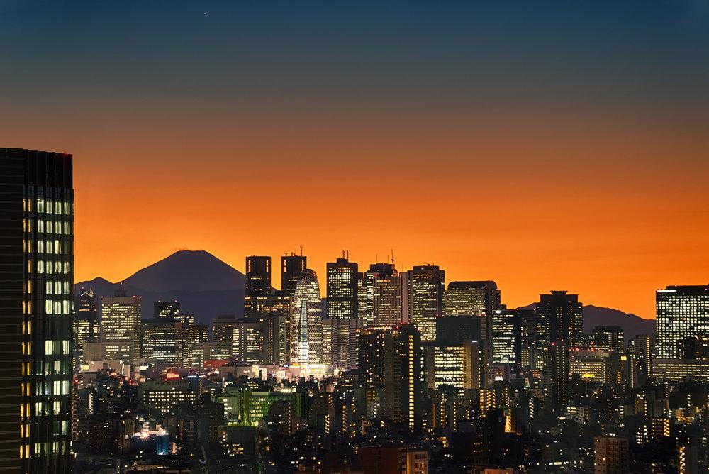 Mt Fuji PEEKING through the Tokyo skyline