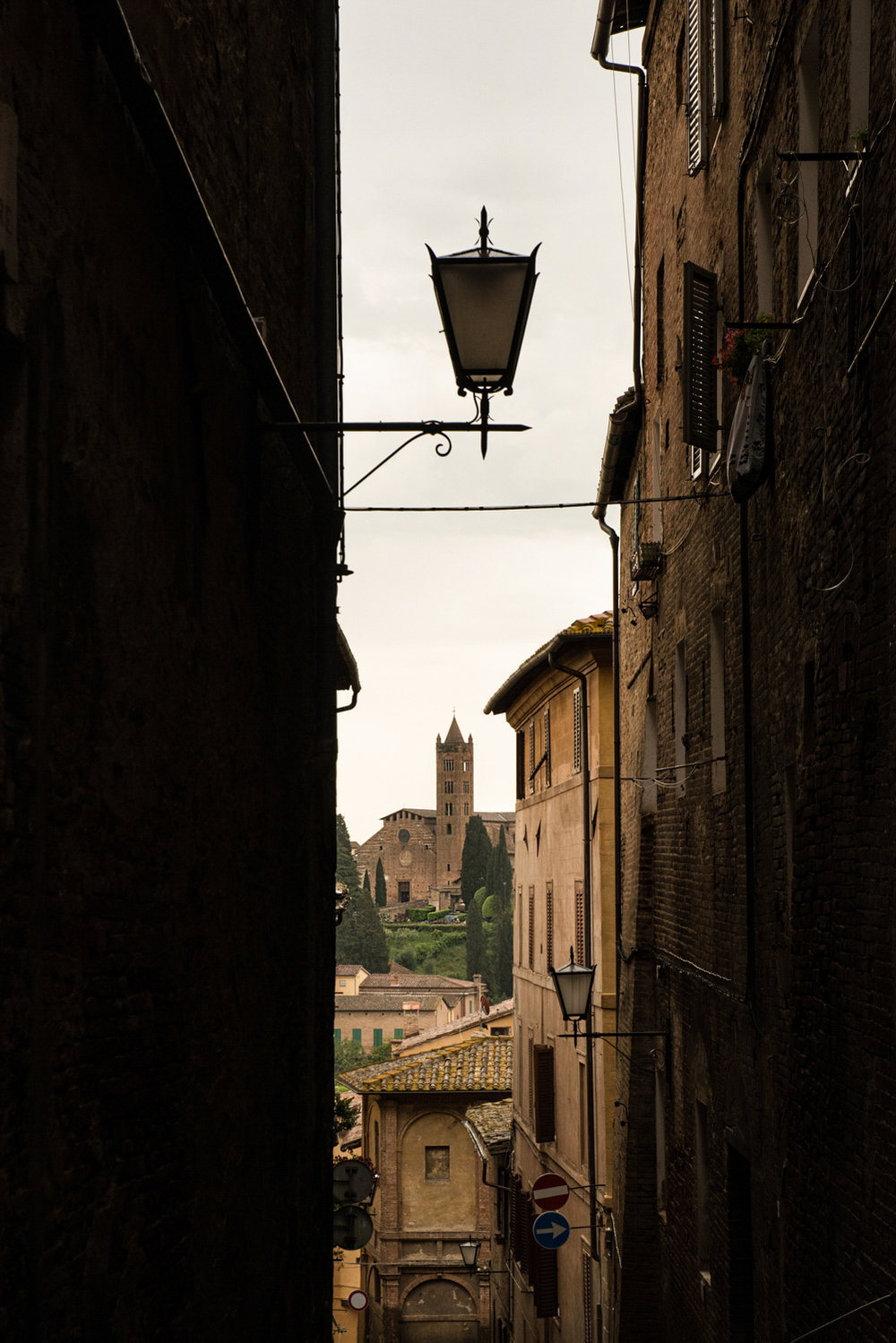 Alley in Siena  PHOTO: ANNA VOLPI • NIKON D750 • 24-70mm Ƒ/2.8 @ 70mm • Ƒ/11 • 1/200 • ISO 800