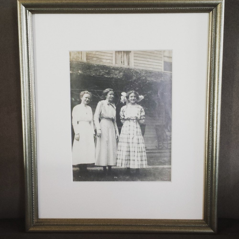 Margaret mcgaughy - on the left @1910 in the front yard.