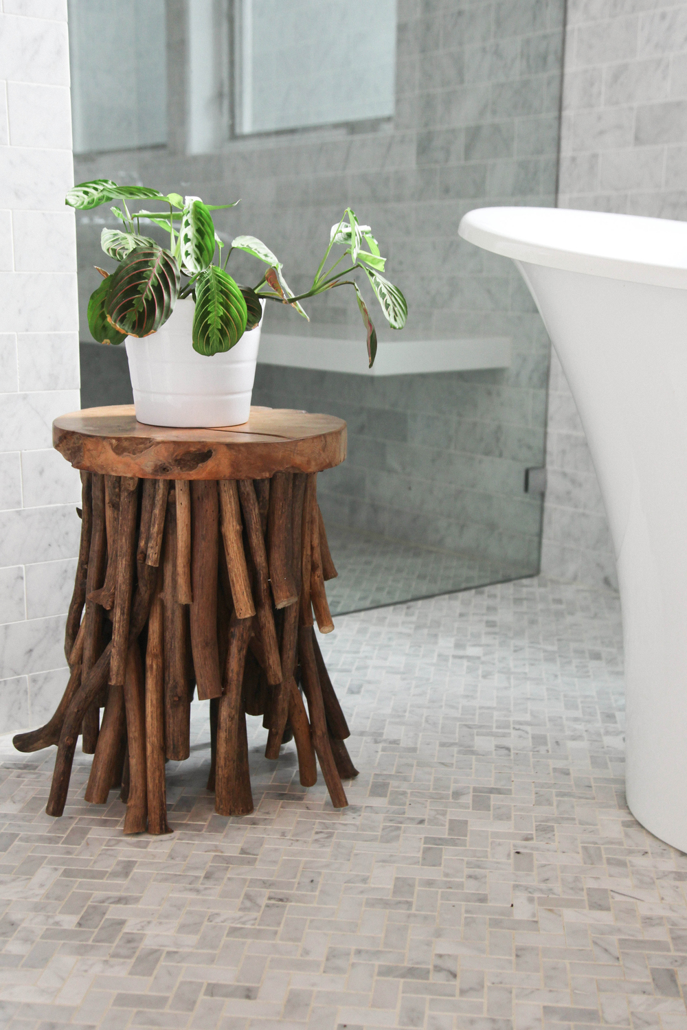 Putting plants in your bathroom is also an excellent way to dress up your bathroom.