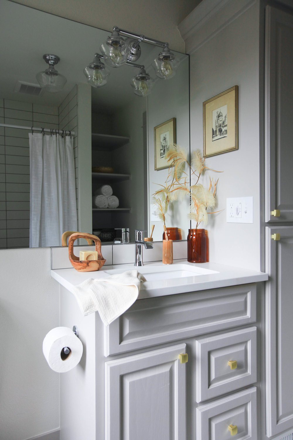 This is a bathroom I recently staged and I absolutely love the color pallet. Styling with pretty materials from June Home Supply made it that much more visually pleasing.