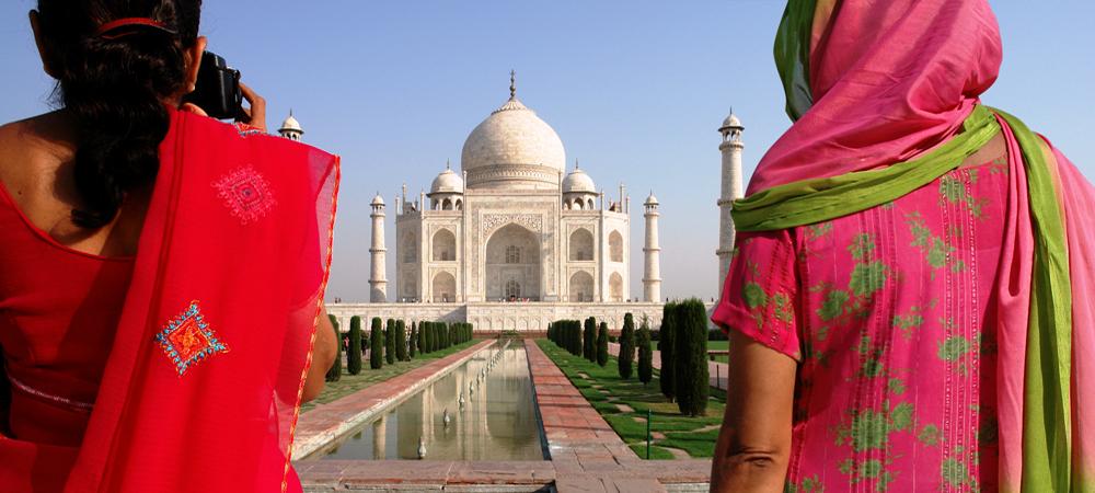 13 - India, Agra, Taj Mahal Ladies (1000x450).jpg