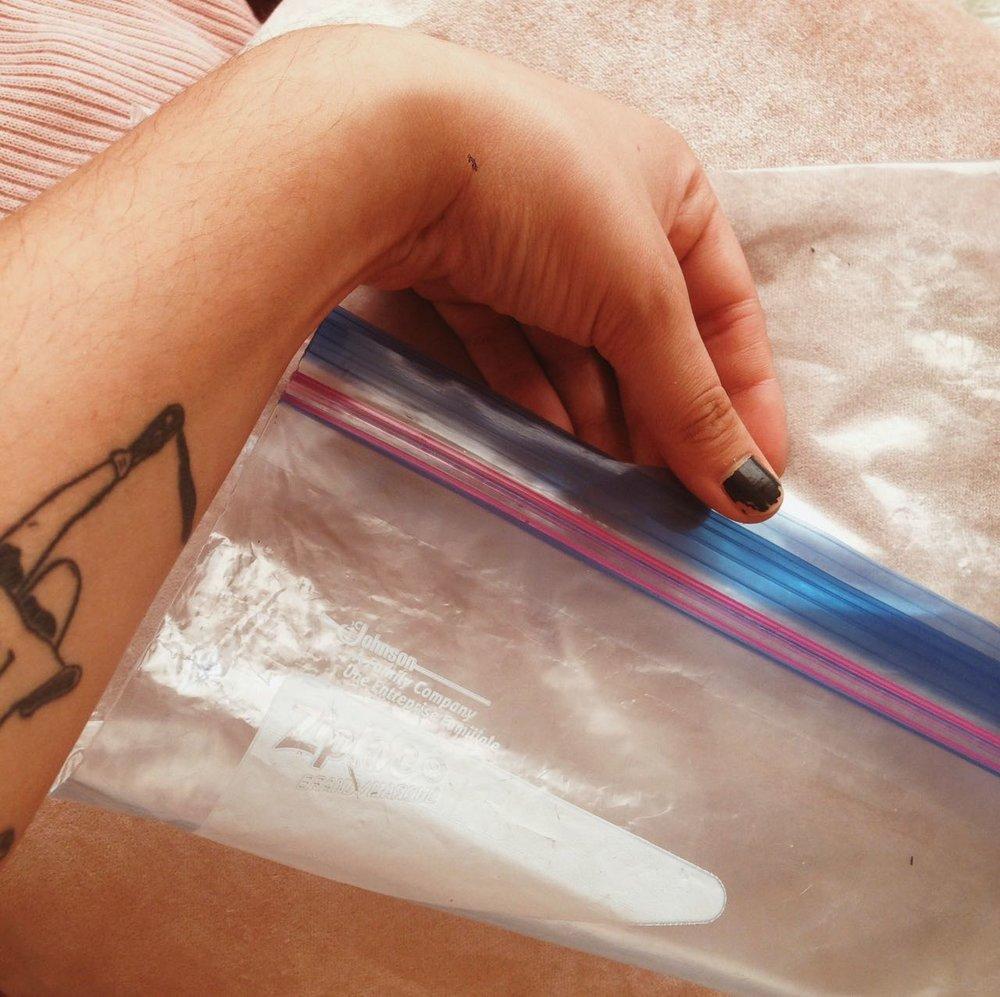 Por precauciones las traje dentro de una bolsita de ziploc :)