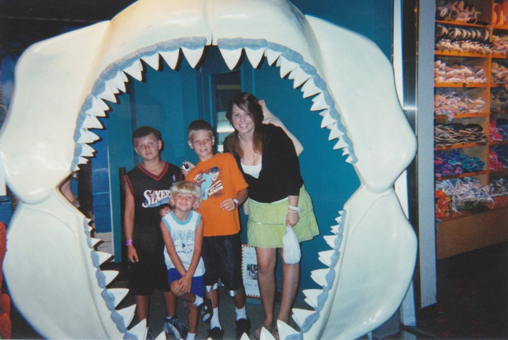 Sibling photos at Sea Life Mall of America Aquarium (I think?), circa summer 2005