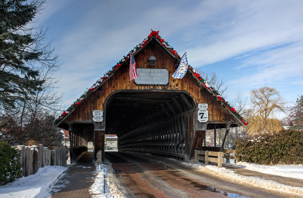 The Holz-Brücke Wooden Bridge stretches over the Cass River in Frankenmuth. (Image:  Wikimedia Commons )