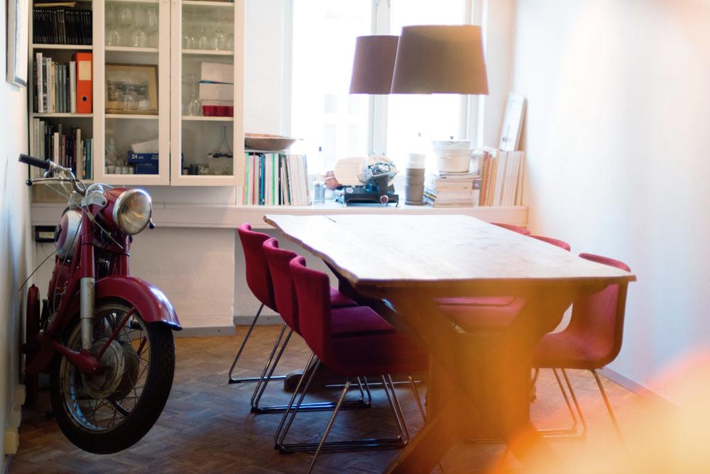lestudio_oslo_kjøkken-med-motorsykkel.jpg