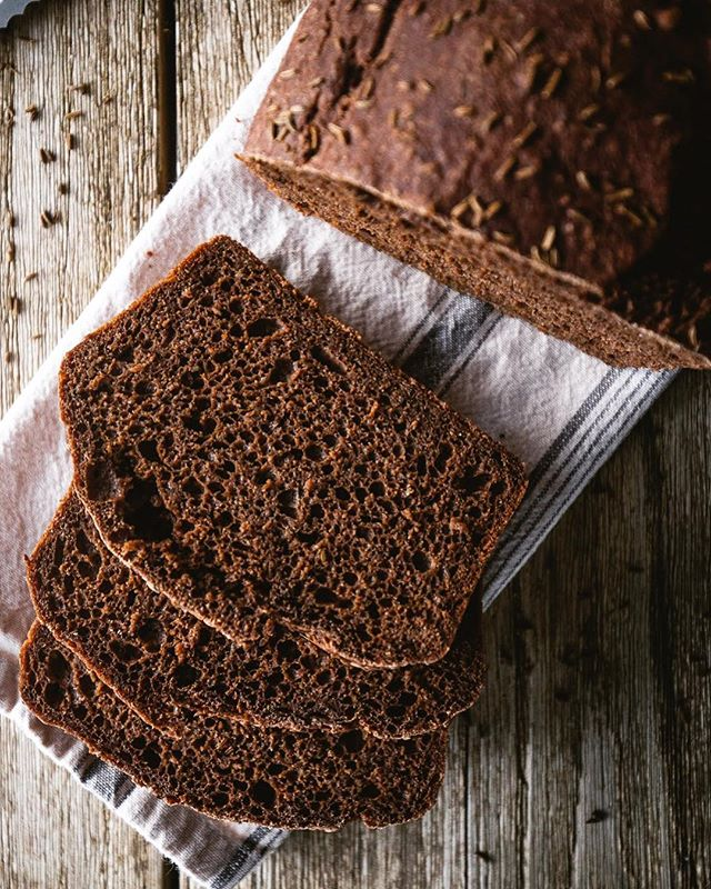 I PROMISE this is the last bread post for a while 😬. But I can't resist sharing this No Knead Dark Rye Loaf recipe with you. It's just too easy! Simply mix the ingredients together and let it sit covered in a bowl overnight. In the morning, bake for an hour and voila ☝🏼you have yourself a fresh loaf of rye to enjoy. 📷: @tvardi  Recipe up on the blog (link in bio) . . . . . #f52gram #huffposttaste #foodgawker #thekitchn #feedfeed #buzzfeast #sweetmagazine #foodprnshare #kitchenbowl #gloobyfood #forkfeed #instagood #eatvancouver #yummy #instapic #delicious #foodlover #vegetariansofig #buzzfeast #savour #whatvegetarianseat #bhgfood #yum #droolclub #vancouverfoodie #instafood #foodblogfeed #wholefoods #madefromscratch