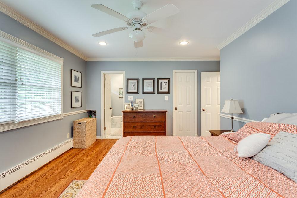 1519 Crestwood Ln McLean VA-print-031-31-Master Bedroom-4200x2800-300dpi.jpg
