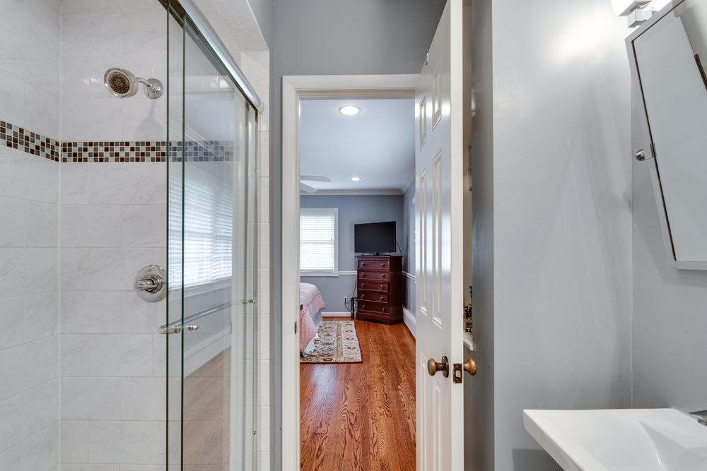 1519 Crestwood Ln McLean VA-print-033-33-Master Bath-4200x2801-300dpi.jpg