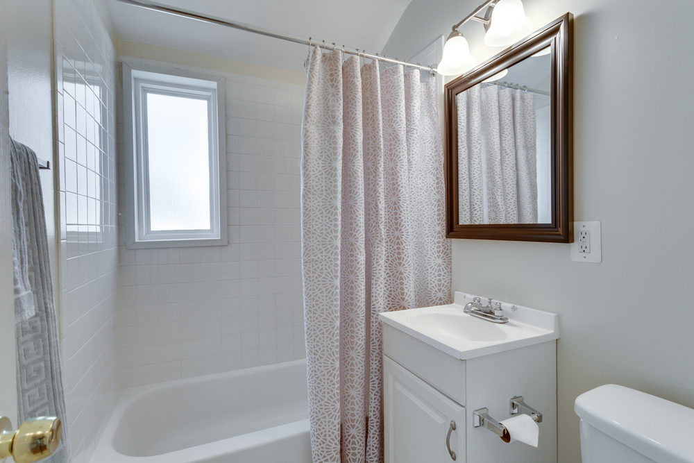7243 Deborah Dr Falls Church-print-036-44-Bathroom-4200x2800-300dpi.jpg