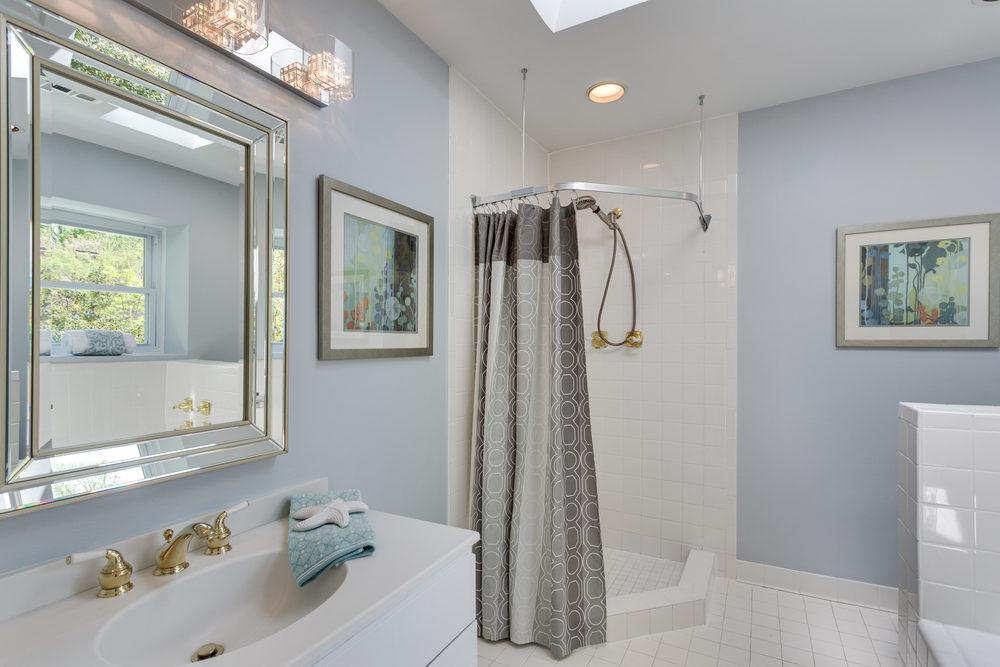 6116 Franklin Park Rd McLean-print-058-40-Master Bath-4200x2800-300dpi.jpg