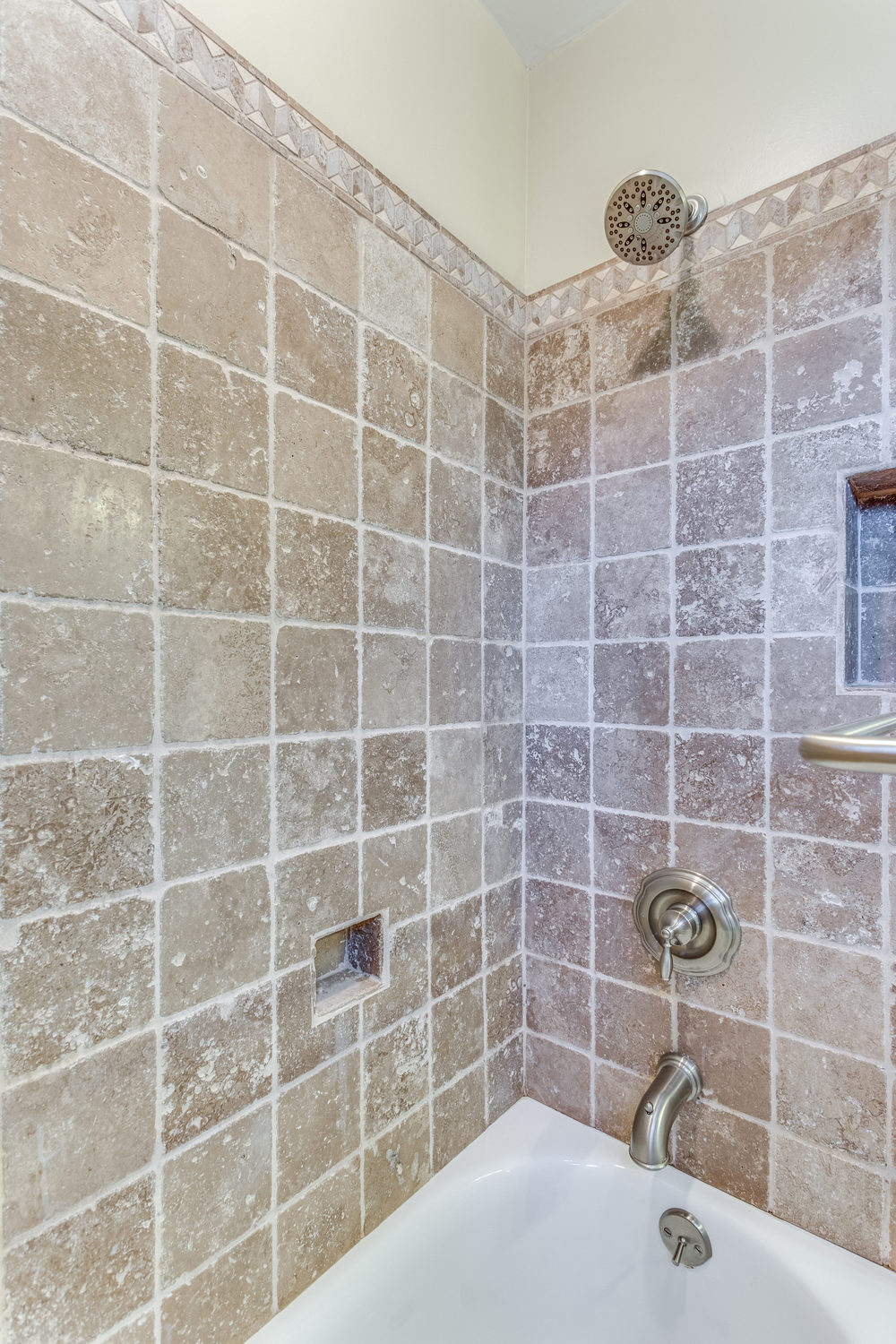 4631 34th St S Arlington VA-print-041-28-Bathroom-2800x4200-300dpi.jpg
