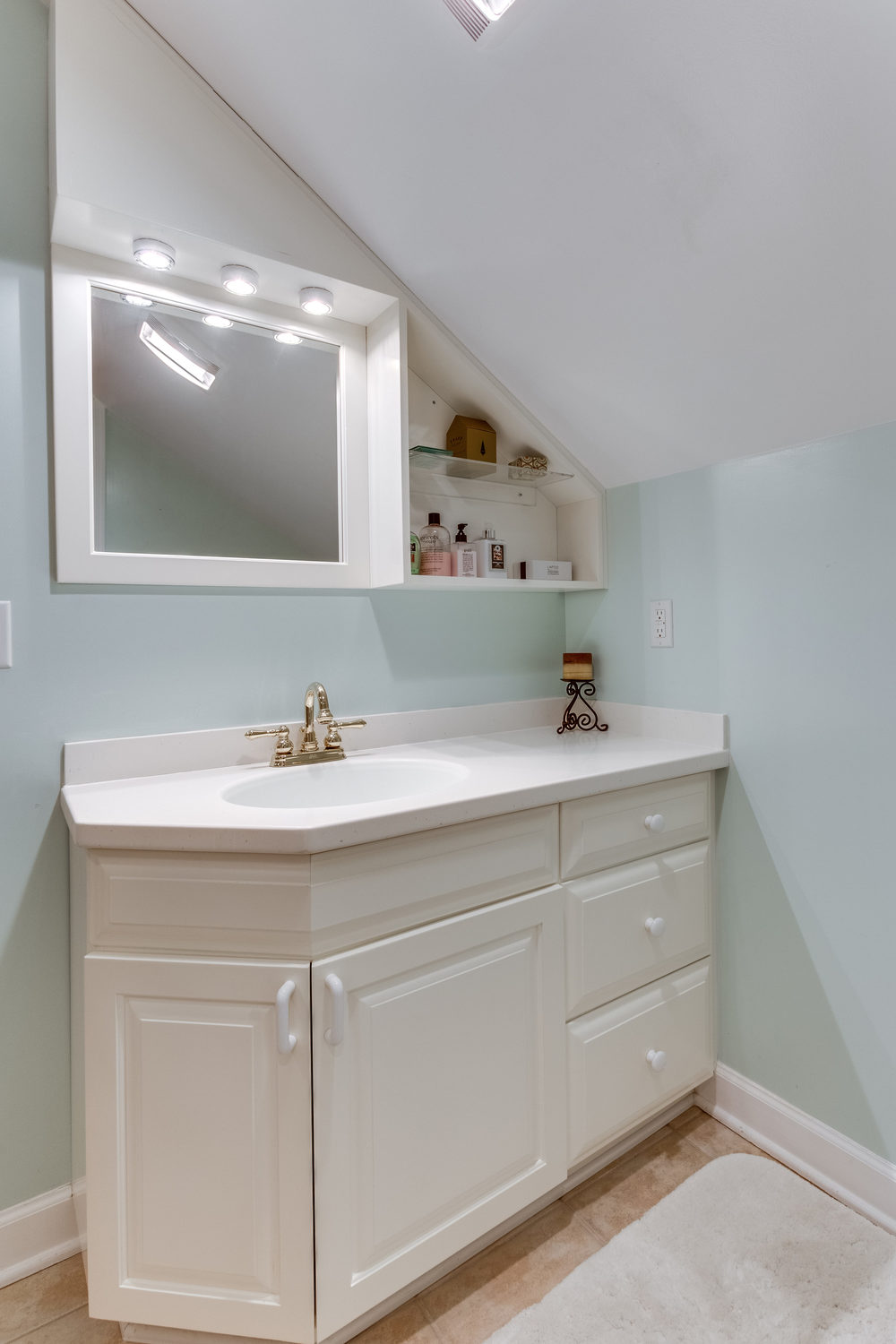 4631 34th St S Arlington VA-print-056-70-Bathroom-2800x4200-300dpi.jpg