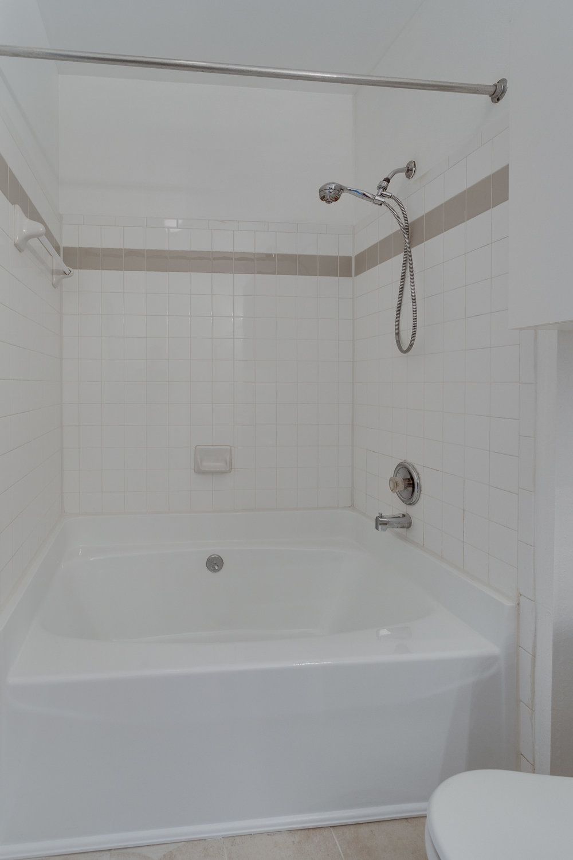 3009 Nicosh Cir Unit 4301-print-017-18-Master Bath-2800x4200-300dpi.jpg