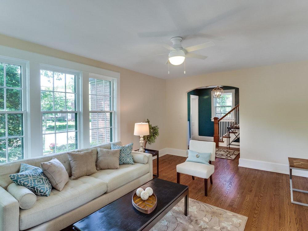 4903 Washington Blvd Arlington-MLS_Size-013-23-Living Room-2048x1536-72dpi.jpg