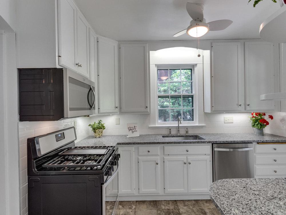 4903 Washington Blvd Arlington-MLS_Size-023-13-Kitchen-2048x1536-72dpi.jpg