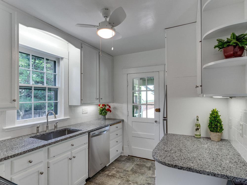 4903 Washington Blvd Arlington-MLS_Size-026-29-Kitchen-2048x1536-72dpi.jpg