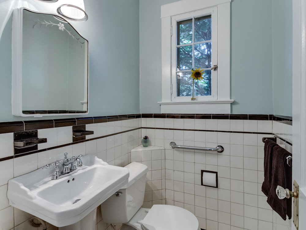 4903 Washington Blvd Arlington-MLS_Size-027-4-Powder Room-2048x1536-72dpi.jpg
