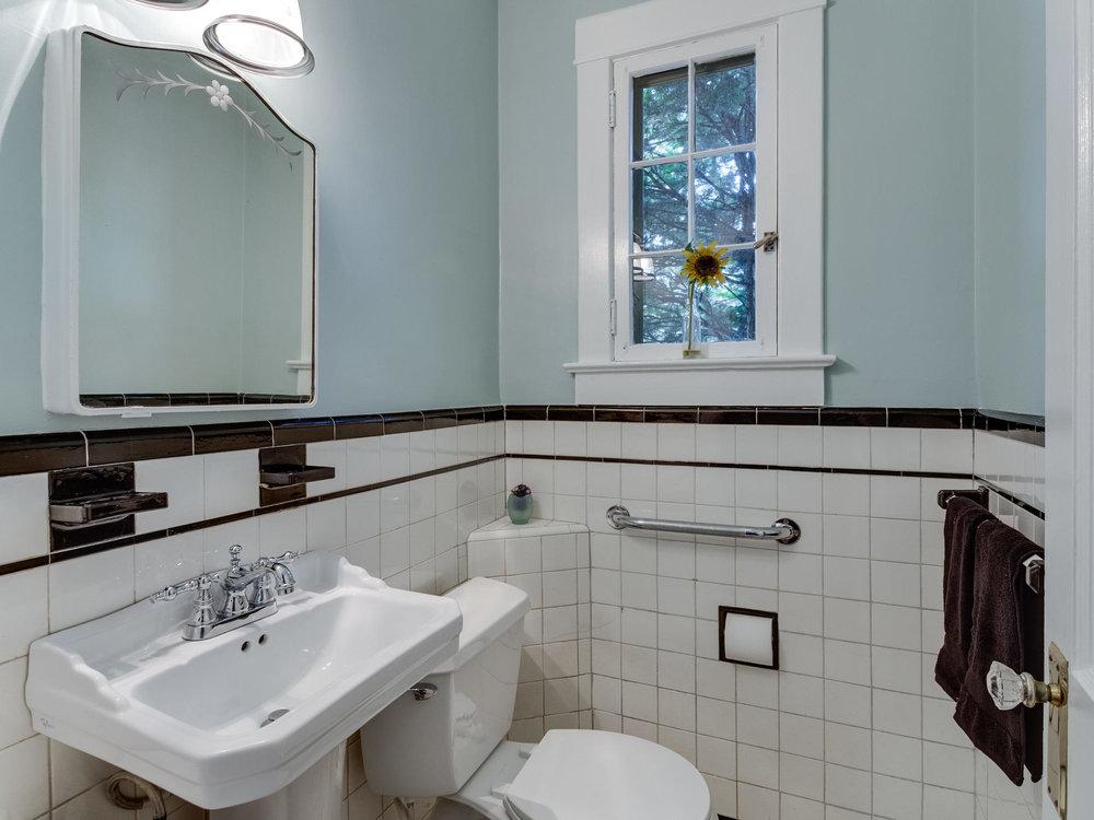 4903 Washington Blvd Arlington-MLS_Size-027-4-Powder Room-2048x1536-72dpi.jpg