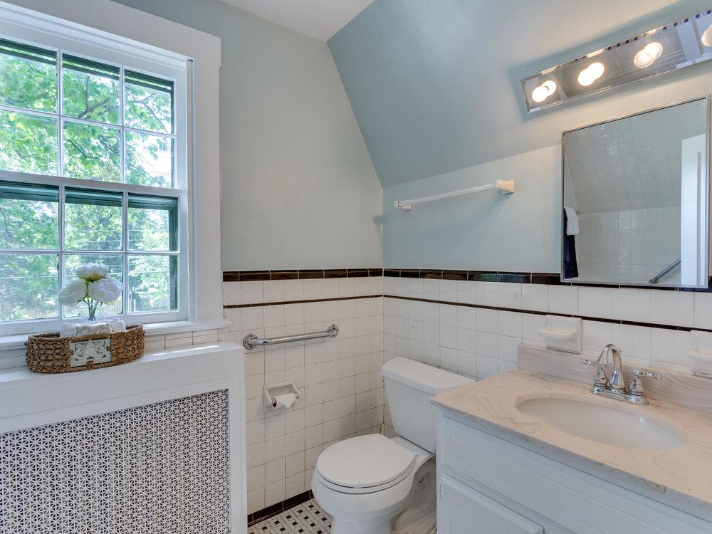 4903 Washington Blvd Arlington-MLS_Size-041-60-Bathroom-2048x1536-72dpi.jpg