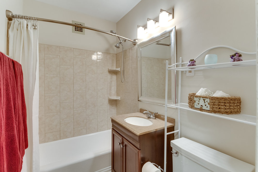3000 Spout Run Pkwy B209-print-069-99-Bathroom-4200x2800-300dpi.jpg