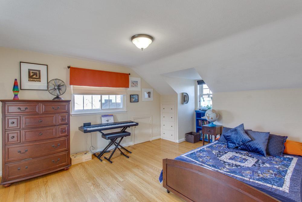 029-37-Bedroom.jpg