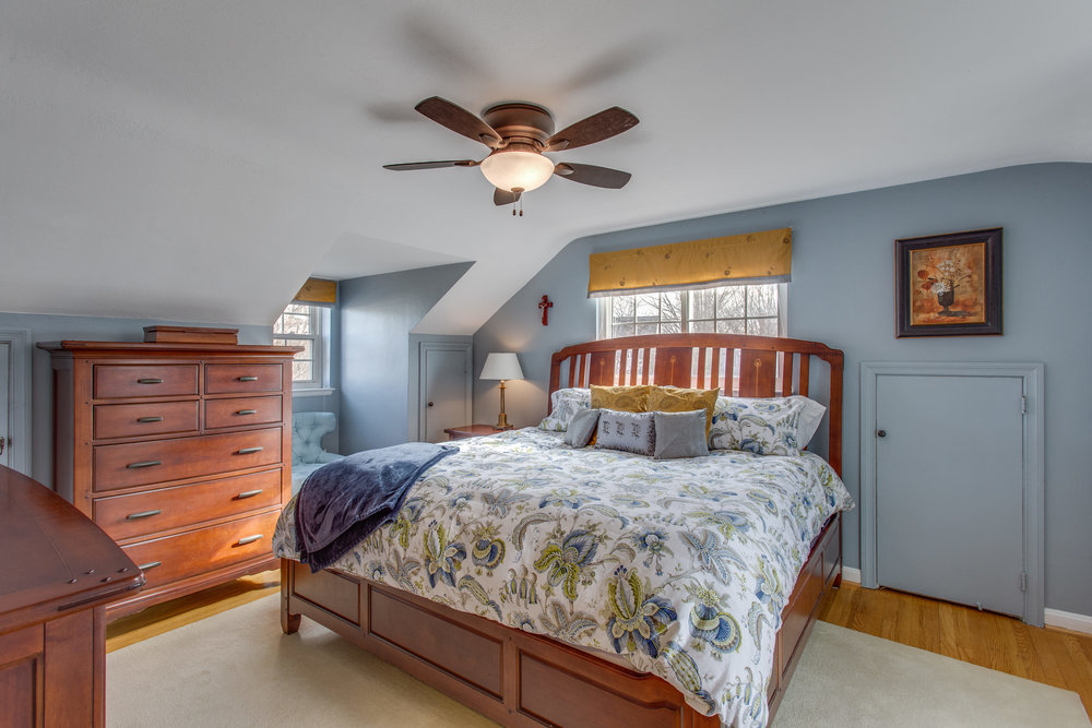 037-39-Bedroom.jpg