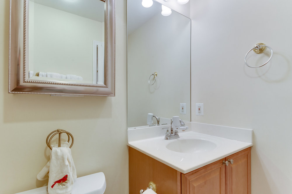 6800 Fleetwood Rd 120 McLean-print-047-48-Bathroom-4200x2800-300dpi.jpg