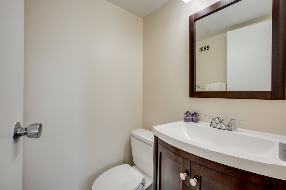 2030 N Adams St 1002 Arlington-print-030-86-Bathroom-4200x2800-300dpi.jpg