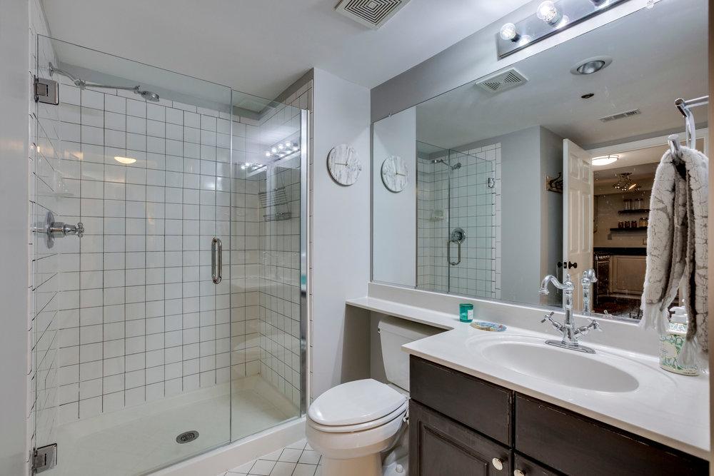 1050 N Taylor St 608 Arlington-print-033-26-Bathroom-4200x2801-300dpi.jpg