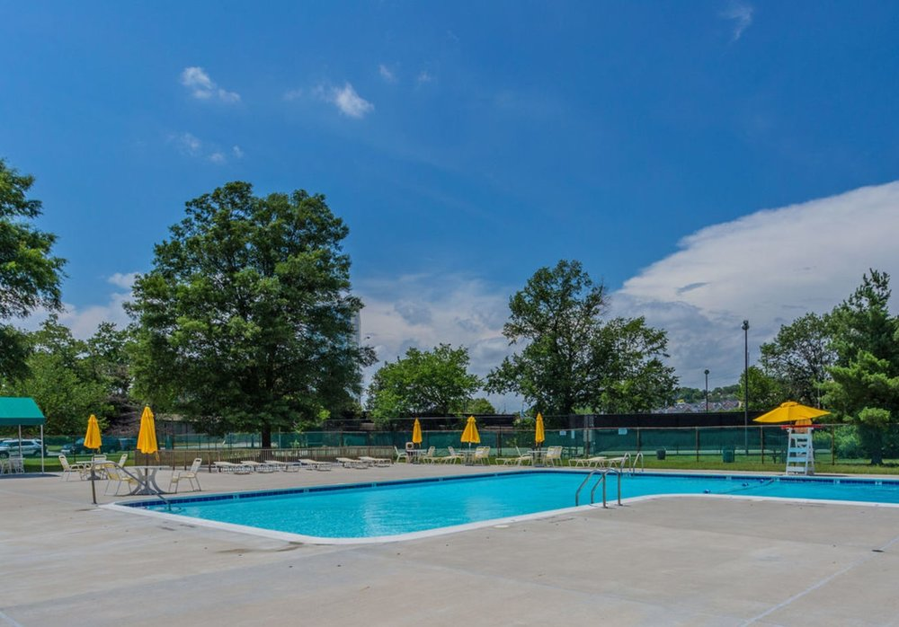 031_1225_martha_custis_dr_unit_415-print-039-12-pool-4200x2800-300dpi.jpg