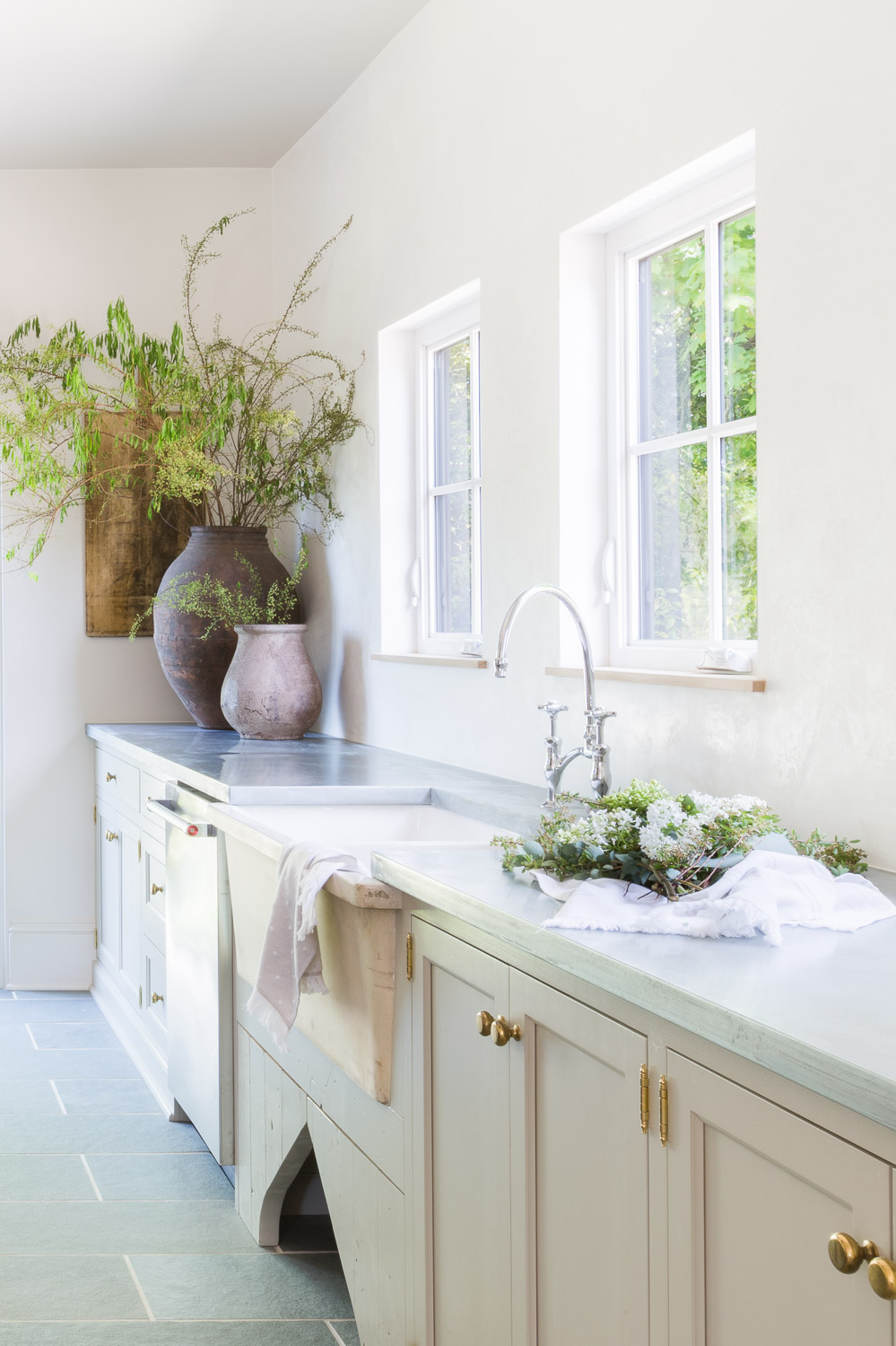 European Inspired Kitchen by Kaemingk Design.  Photo: Alyssa Rosenheck
