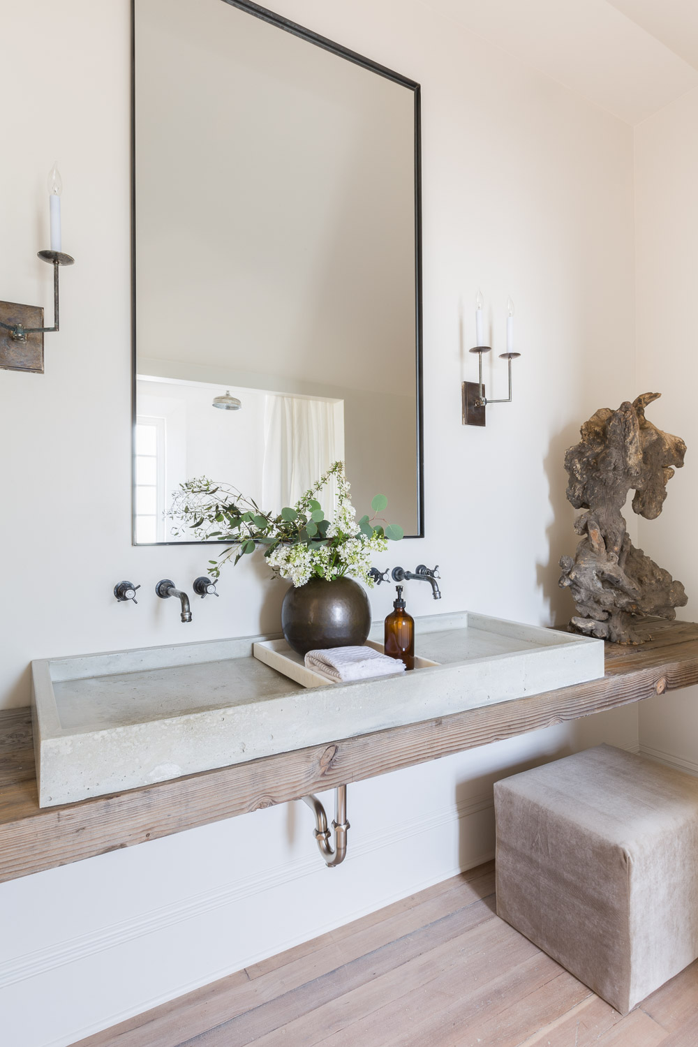 Rustic Modern Bathroom by Kaemingk Design.  Photo: Alyssa Rosenheck