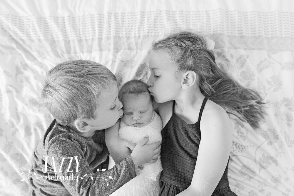 Newborn photographer sydney sibling