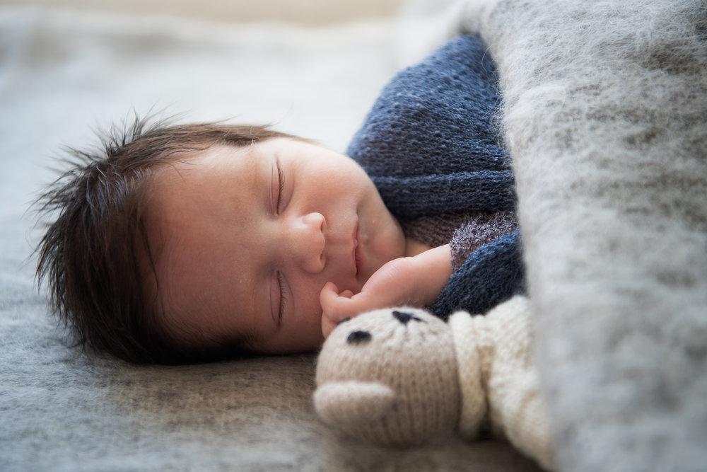 Newborn photographer sydney customised.jpg