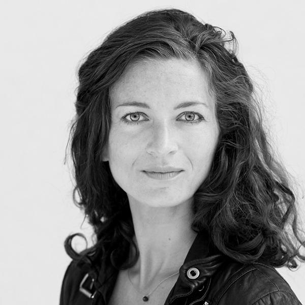 Elisabeth Handl - Heart catalyst and anchor woman