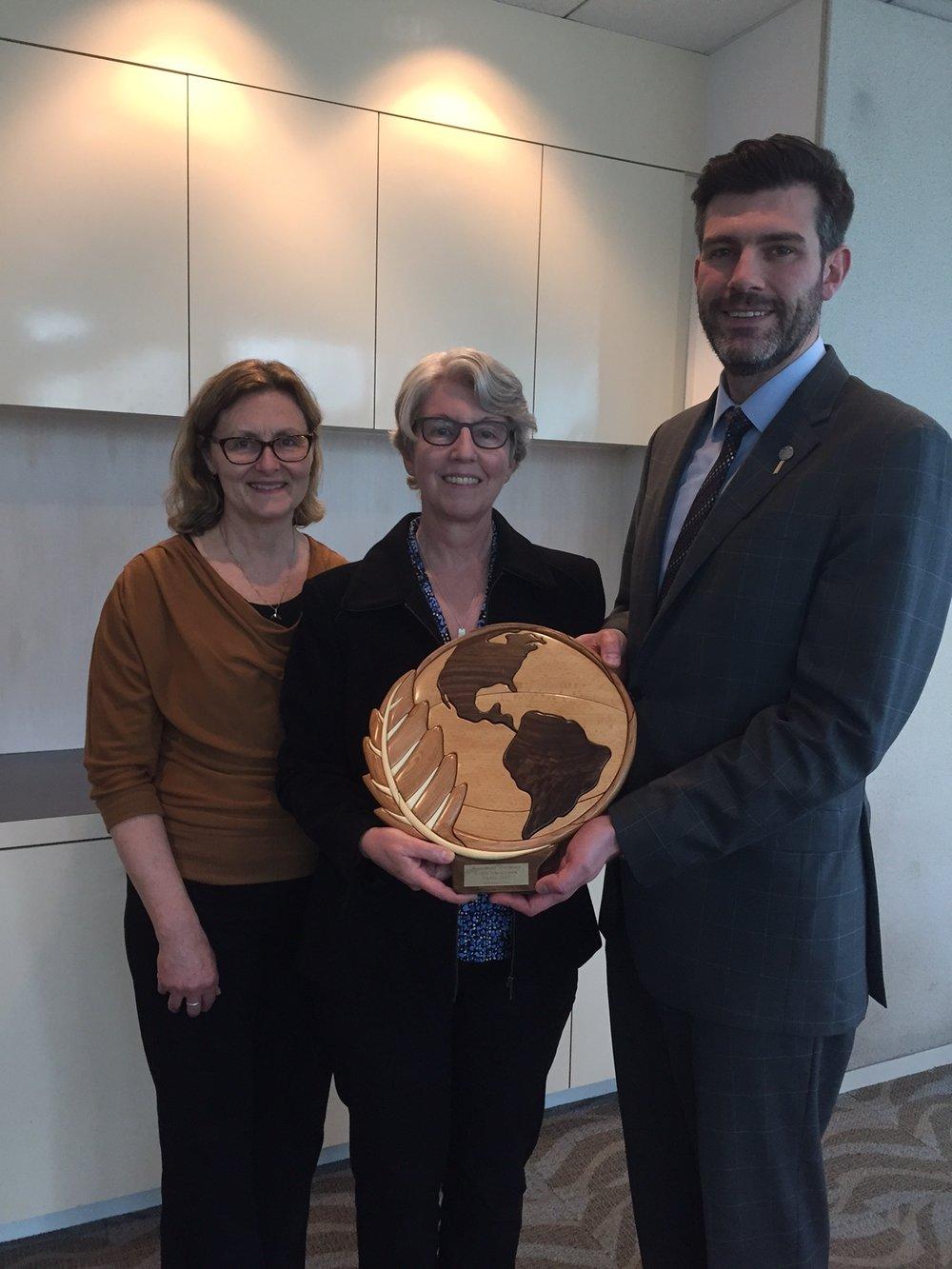 Mayor Don Iveson presents the 2017 Earth Ambassador Award to Wildbirds Unlimited.